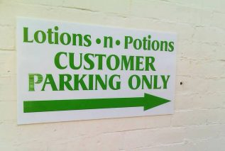 lotions-n-potions-salon-driveway